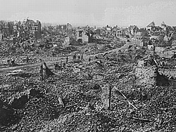 Ruins of Bailleul in 1918.