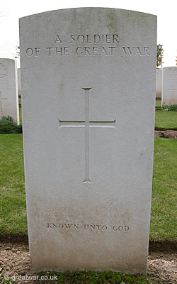 Headstone marking the grave of an unidentified British or Commonwealth soldier of the Great War 1914-1918, bearing the inscription Known unto God.